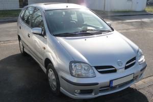 Nissan Almera Tino Frontansicht schräg