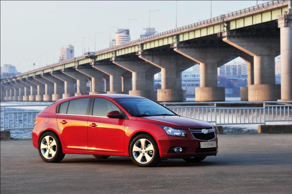 Chevrolet Cruze: Verkaufsstart für das Fließheck im Sommer 2011